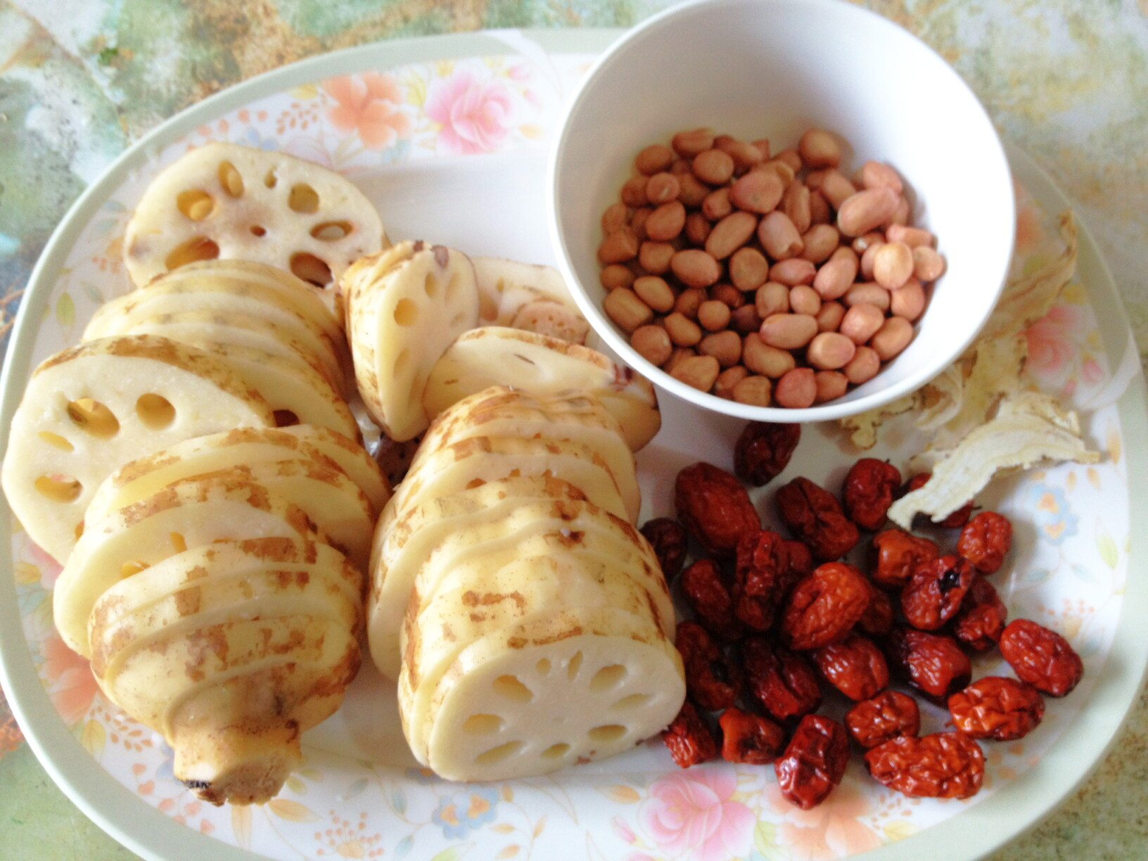Home Cooking- Peanut Lotus Root Soup